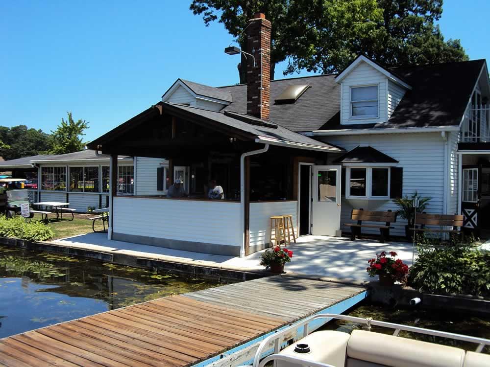 Dustys-Landing-Portage-Lakes-44319-3